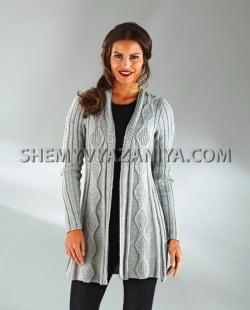 Вязаное пальто с узором ромбы из кос