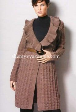 Пальто с рельефным узором и воротником
