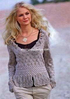 Пуловер с оборками по вырезу горловины