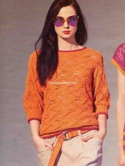 Поперечно вязанный пуловер ажурным узором