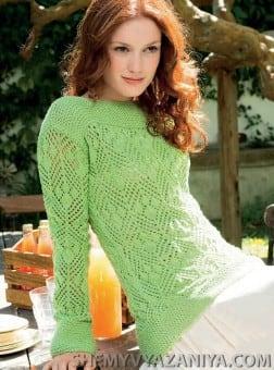 Салатовый пуловер ажурным узором