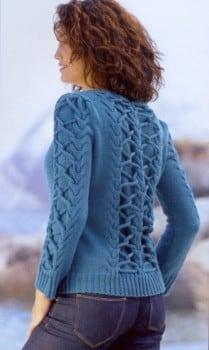 Пуловер с переплетениями косы
