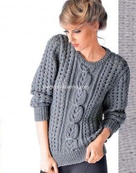 Пуловер с косами и узором в дырочку