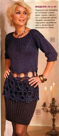 Пуловер с кружевными цветами и мини-юбка
